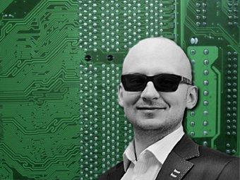 Fotografia portretowa Piotra Iwanickiego, stylizowana
