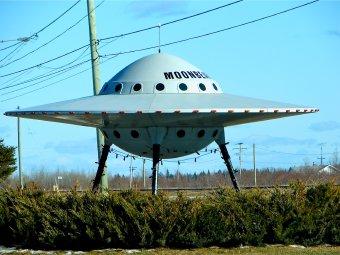 Fotografia przedstawiająca makietę UFO